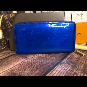 Louis Vuitton Zippy Blue Vernis Wallet